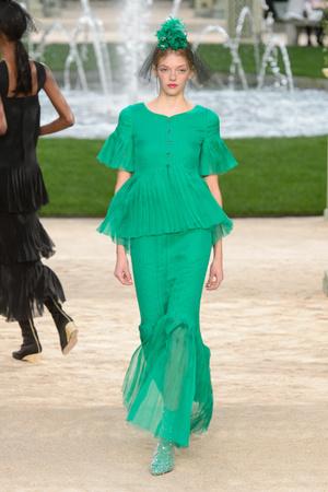Показ Chanel коллекции сезона Весна-лето 2018 года Haute couture - www.elle.ru - Подиум - фото 673981