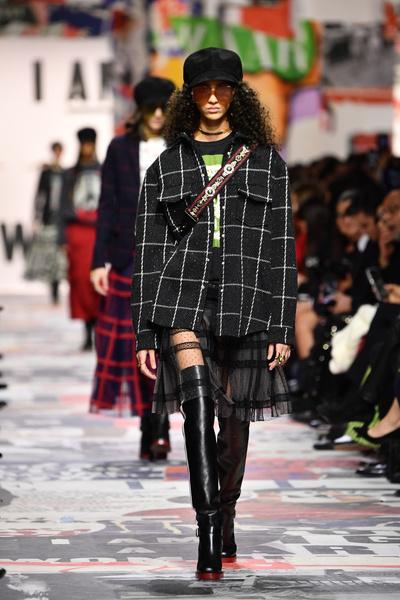 В Париже прошел показ Dior осень-зима 2018-19 (галерея 3, фото 1)
