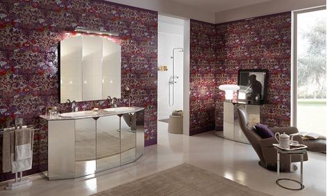 Дверцы комода-«невидимки» Fantasma отделаны зеркалами. Столешница — из мрамора. В коллекции Divino раковины выполнены в форме октагона, смесители в сечении тоже восьмиугольные.