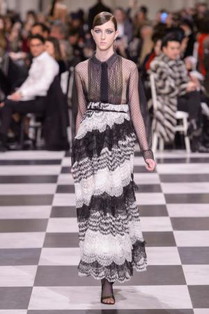 Показ Dior Haute Couture коллекции сезона Весна-лето 2018 года haute couture - www.elle.ru - Подиум - фото 673351