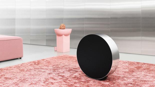Michael Anastassiades designs Bang & Olufsen speaker you adjust by rolling (фото 0)
