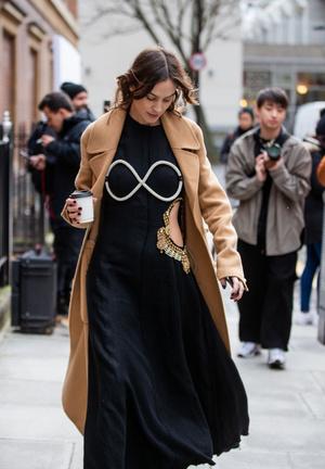 Алекса Чанг в платье JW Anderson (фото 0.2)