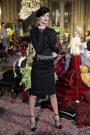 Показы мод John Galliano Осень-зима 2011-2012 | Подиум на ELLE - Подиум - фото 2142