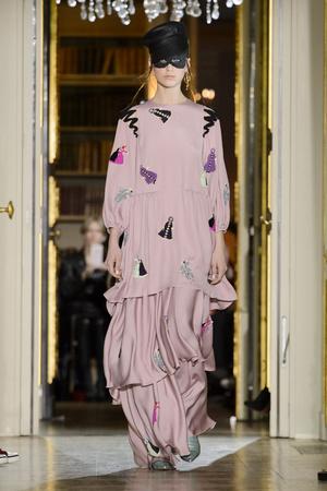 Показ Ulyana Sergeenko коллекции сезона Весна-лето  2016 года Haute couture - www.elle.ru - Подиум - фото 603022