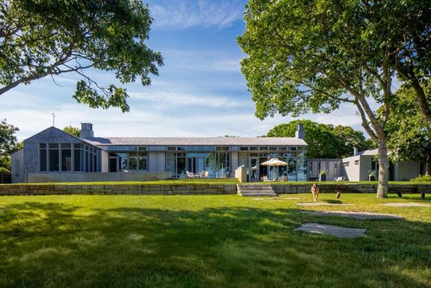 Летняя резиденция Барака Обамы выставлена на продажу (фото 1)