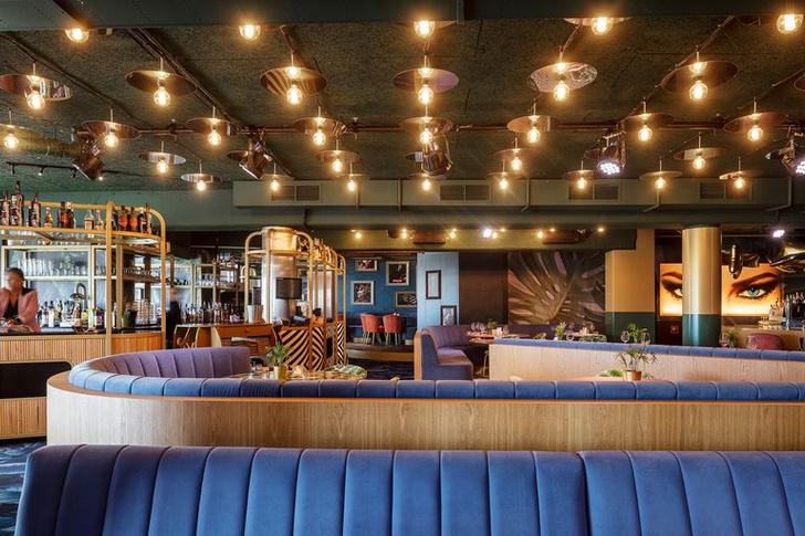 «Безумный» бар Crazy Pianos в Гааге (фото 6)