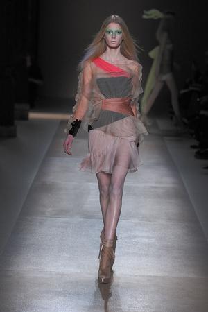 Показ Valentino коллекции сезона Весна-лето 2010 года Haute couture - www.elle.ru - Подиум - фото 139289