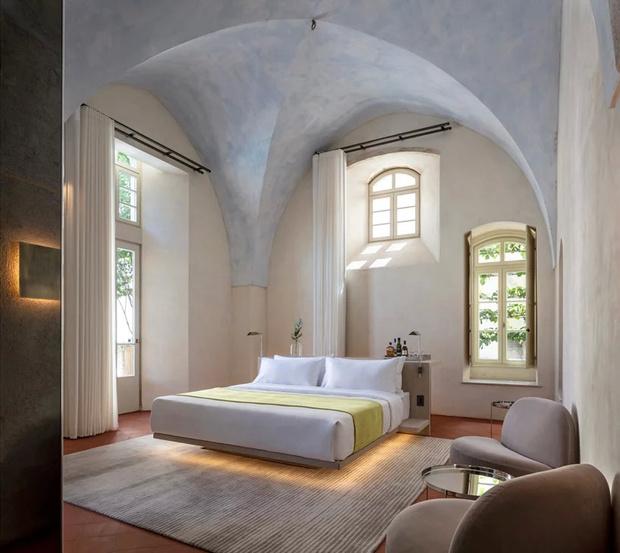 Отель в бывшем монастыре по дизайну Джона Поусона (фото 6)