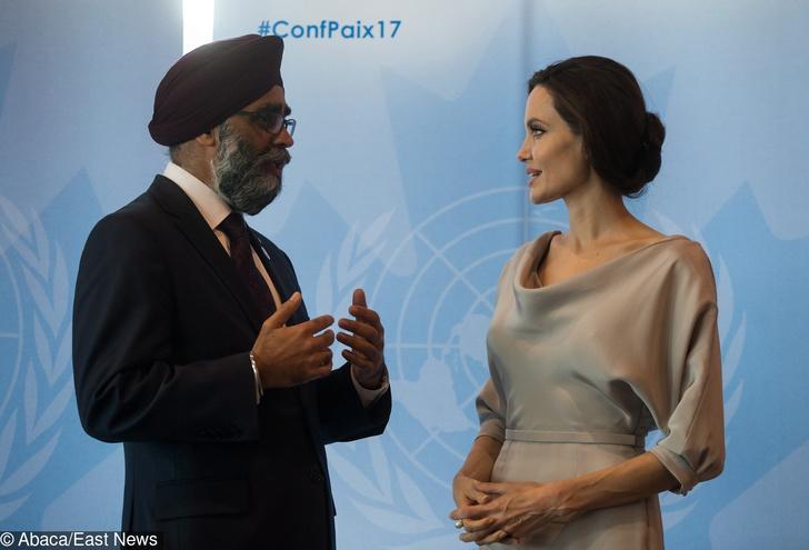Анджелина Джоли на конференции ООН в Ванкувере (фото 4)