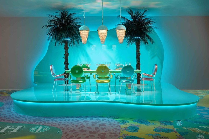 THE NEW VERSACE HOME COLLECTION IS THE FANTASY OF OUR CANDY-COLORED, NEON-TINGED DREAMS (фото 0)
