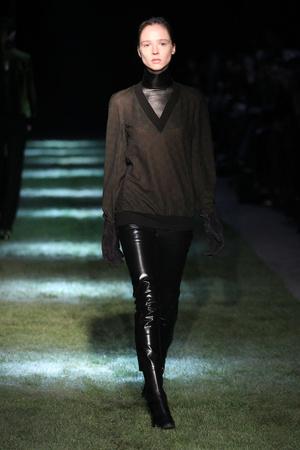 Показы мод Thomas Tait Осень-зима 2012-2013 | Подиум на ELLE - Подиум - фото 1574