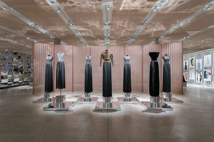 Выставка Аззедина Алайи в Лондоне (фото 2)
