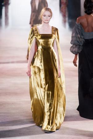 Показ Ulyana Sergeenko коллекции сезона Осень-зима 2013-2014 года Haute couture - www.elle.ru - Подиум - фото 556284