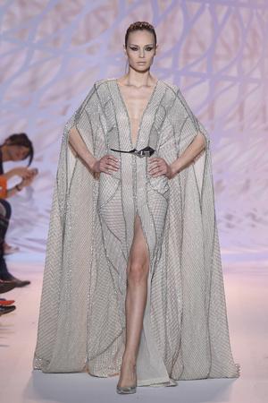Показ Zuhair Murad коллекции сезона Осень-зима 2014-2015 года haute couture - www.elle.ru - Подиум - фото 585289