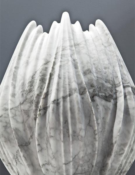 Мраморные вазы и столы от Захи Хадид | галерея [1] фото [7]