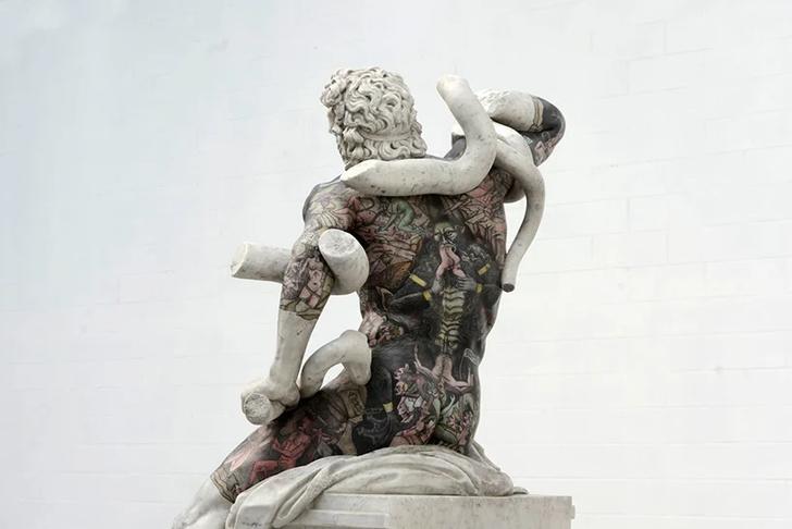 Художник Фабио Виале наносит татуировки на мраморные скульптуры (фото 2)
