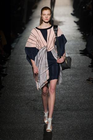 Показы мод Alexis Mabille Осень-зима 2015-2016 | Подиум на ELLE - Подиум - фото 4285