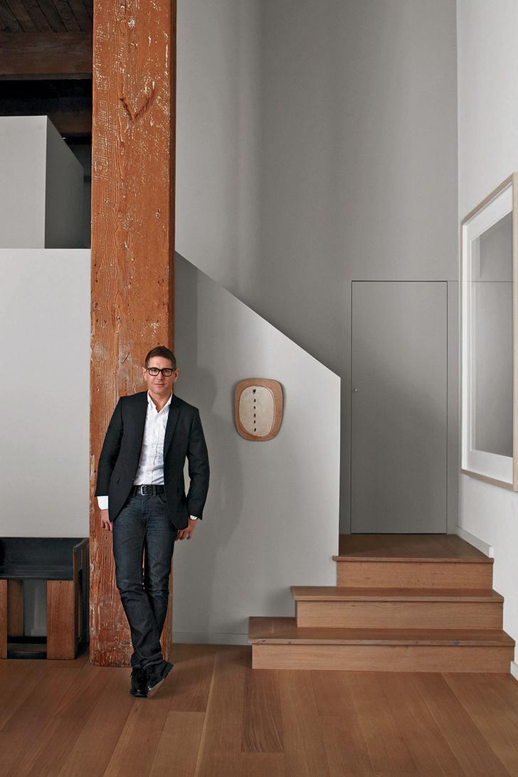 Стивен Вольпе — хозяин дома, дизайнер интерьеров и мебели, галерист.