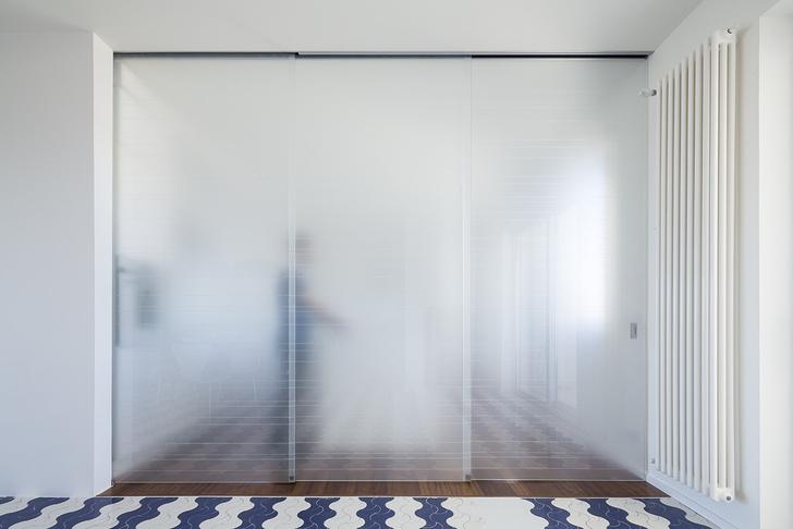 Белая квартира с винтажной плиткой на Сицилии (фото 10)