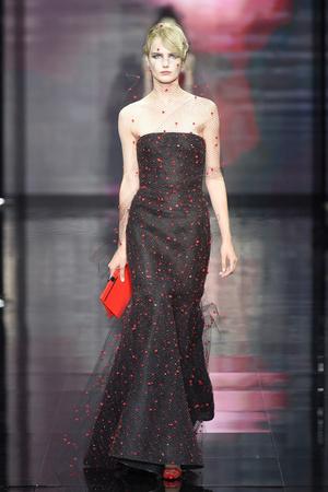 Показ Armani Prive коллекции сезона Осень-зима 2014-2015 года Haute couture - www.elle.ru - Подиум - фото 584937