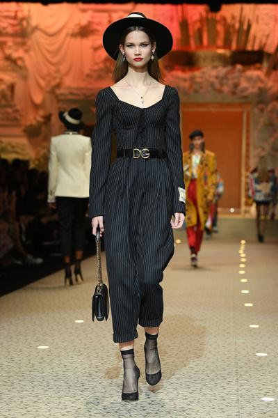 Вперед в будущее: в Милане прошел показ Dolce & Gabbana (галерея 3, фото 1)