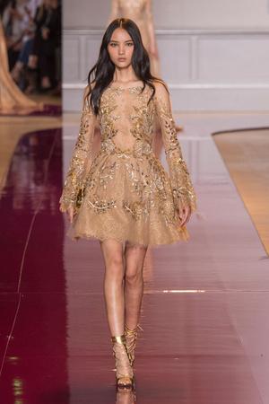 Показ Zuhair Murad коллекции сезона Осень-зима 2016-2017 года Haute couture - www.elle.ru - Подиум - фото 607330