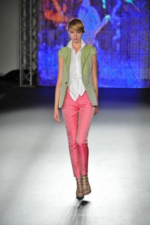 Показы мод Sinha Stanic Весна-лето 2009 | Подиум на ELLE - Подиум - фото 3382