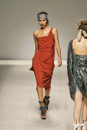 Показ Vivienne Westwood коллекции сезона Весна-лето 2009 года prêt-à-porter - www.elle.ru - Подиум - фото 85889