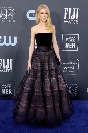Как принцесса: Николь Кидман на Critics' Choice Awards (фото 0.1)