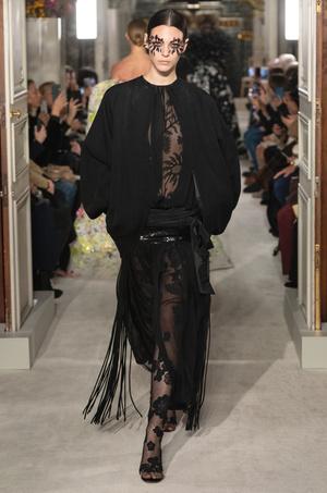 Тренд весны: кружевные колготки как на показе Valentino (фото 4.2)