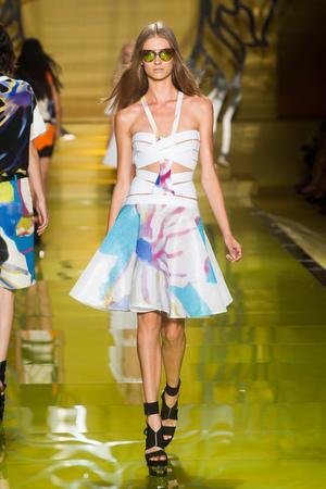Показы мод Versace Весна-лето 2014 | Подиум на ELLE - Подиум - фото 3618