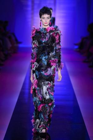 Показ Armani Privé  коллекции сезона Осень-зима 2015-2016 года Haute couture - www.elle.ru - Подиум - фото 597024