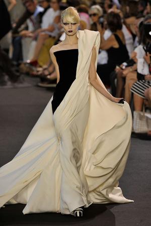 Показ Stephane Rolland коллекции сезона Осень-зима 2011-2012 года haute couture - www.elle.ru - Подиум - фото 278165