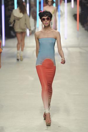 Показы мод Unique Весна-лето 2010 | Подиум на ELLE - Подиум - фото 3022