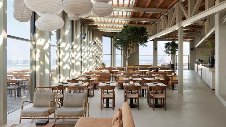 Уютный ресторан с видом на море (фото 0)
