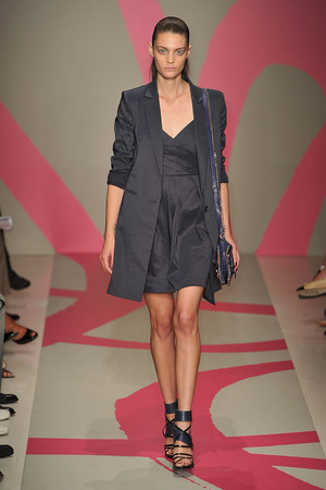 Показы мод DKNY Весна-лето 2010 | Подиум на ELLE - Подиум - фото 3093