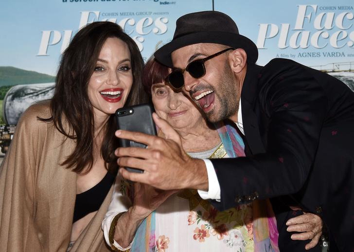 Бьюти-образ дня: Анджелина Джоли в Лос-Анджелесе фото [7]