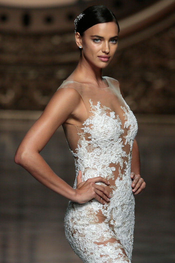 Ирина Шейк в свадебном платье