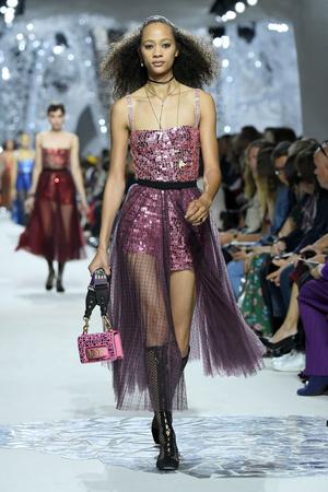 Показ Christian Dior коллекции сезона Весна-лето 2018 года Prêt-à-porter - www.elle.ru - Подиум - фото 644461