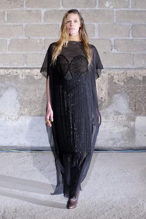 Показы мод Maison Martin Margiela Осень-зима 2011-2012 | Подиум на ELLE - Подиум - фото 2158