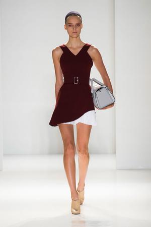 Показы мод Victoria Beckham Весна-лето 2014 | Подиум на ELLE - Подиум - фото 3532