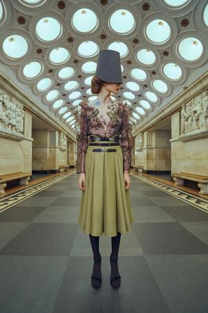 Свадебные платья в стиле 50-х, шляпы и безупречная вышивка: лукбук Edem (фото 5.1)