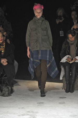 Показы мод Comme des Garcons Осень-зима 2009-2010 | Подиум на ELLE - Подиум - фото 3137