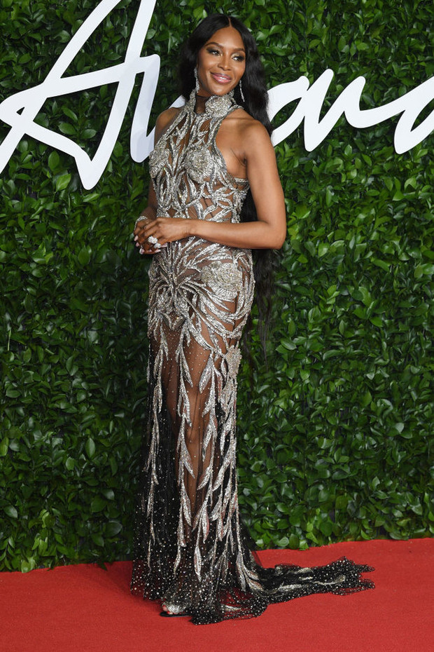 Блеск пайеток и прозрачные ткани: самые красивые платья церемонии Fashion Awards 2019 (фото 2)