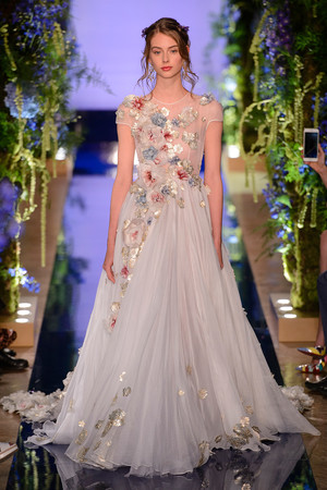 Показ Guo Pei  коллекции сезона Осень-зима 2017-2018 года Haute couture - www.elle.ru - Подиум - фото 623935