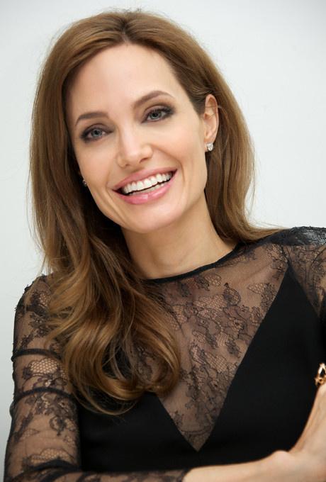 Красота вне времени: бьюти-секреты Анджелины Джоли фото [1]