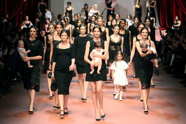 Dolce & Gabbana представили семейную коллекцию на Неделе моды в Милане
