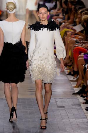 Показ Giambattista Valli коллекции сезона Осень-зима 2011-2012 года Haute couture - www.elle.ru - Подиум - фото 277035