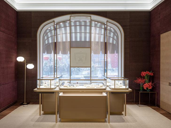 Обновленный бутик Cartier в ГУМе с барельефом (фото 2)