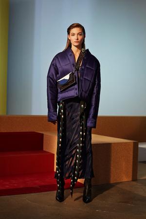 Показ Diane Von Furstenberg коллекции сезона Осень-зима 2017-2018 года prêt-à-porter - www.elle.ru - Подиум - фото 618520